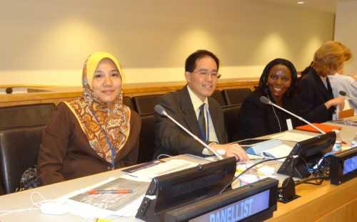 Dra Wan Izatul Asma, de la Universidad Internacional Islamica de Malasia; Dr. Paul Phumpiu, Viceministro de Pesca de Peru y Sra Margaret Nakato, del Forum Mundial de Trabajadores de la Pesca, de Uganda