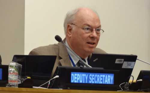Roland Wiefels presentando su tema
