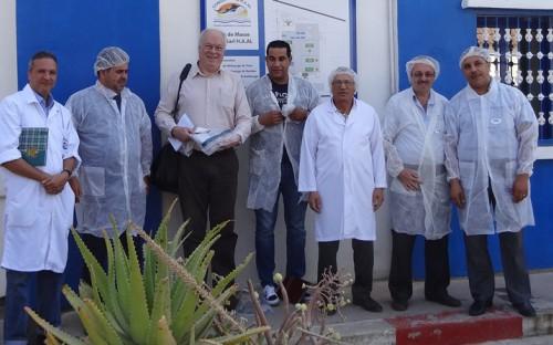 Visita de Roland Wiefels a industria de conserva de pescado en Oran