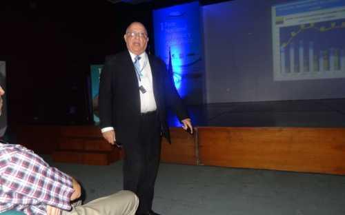 Osler Desouzart, presentando el panorama de la pesca y la acuicultura mundial y prognósticos para la próxima década