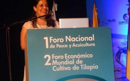 Sara Patricia Bonilla, presentando la Caracterización del consumo aparente de proteínas de origen animal en Colombia