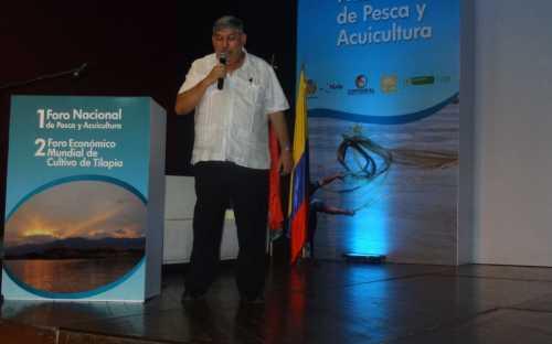 Jose Igor Hleap, presentando el Aprovechamiento de los subproductos no alimenticios de la transformación de la tilapia y su  potencial agroindustrial para Colombia