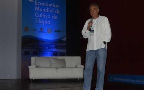 Agustin Gonzales, presentando El futuro de la acuicultura es hoy