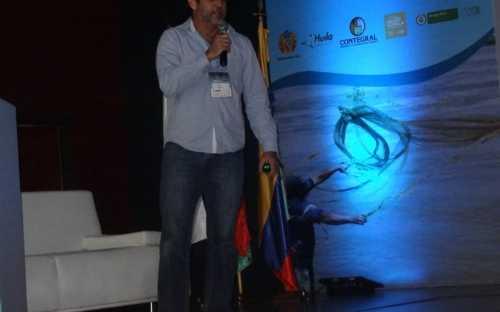 Philippe Douillet, presentando la rentabilidad de probioticos en sistemas intensivos de produccion sostenible