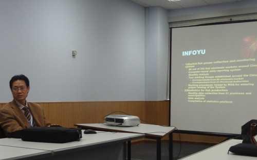 Chen Shuping, director de INFOYU, presentando las actividades de su organización