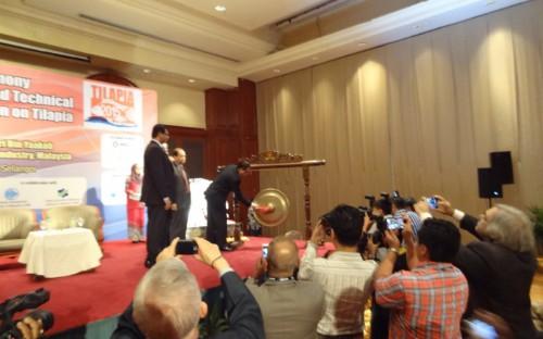 Apertura oficial de la Conferencia al sonido del gong