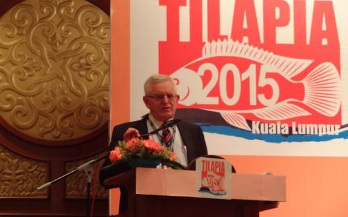 Erik Hempel presentando el mercado de la tilapia en Europa
