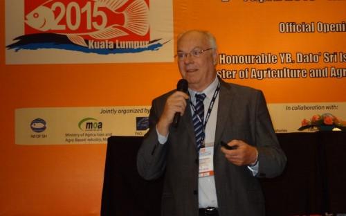 Roland Wiefels, de INFOPESCA, presentando la tilapia en América Latina