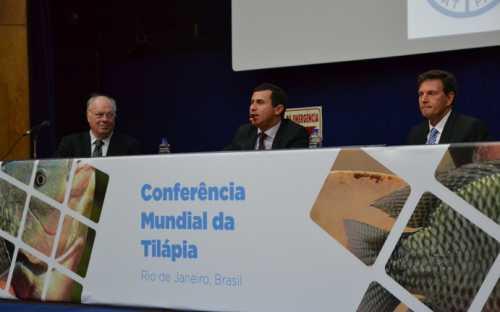 Apertura de la Conferencia con el Ministro de Pesca y Acuicultura Marcelo Crivella y el Secretario de la SEDRAP del Estado de Rio de Janeiro, Felipe Peixoto